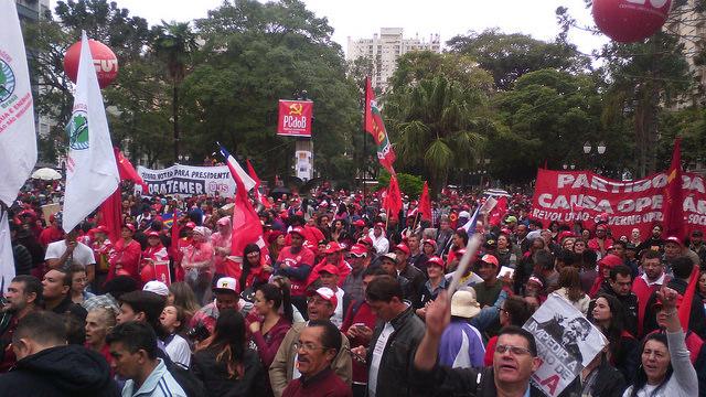 Clique aqui para acessar o álbum de fotografias da mobilização Brasil com Lula