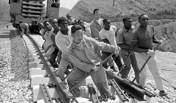 trabalhadores chineses na África década 1970
